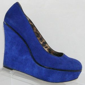 Betsey Johnson 'Mixxy' blue suede wedges 7.5B